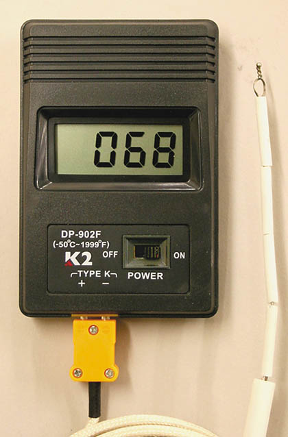 DT2-7  Digital Pyrometer